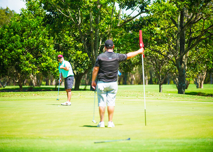 2 golfers playing on gold coast golf course
